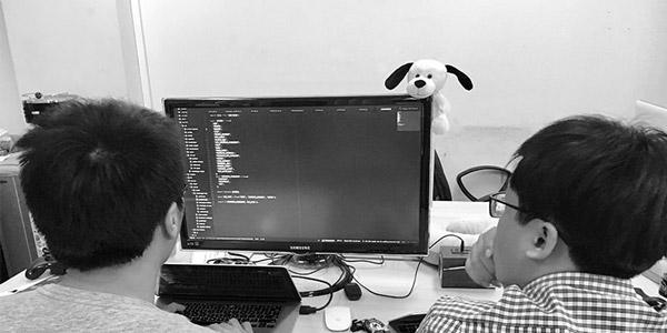 برنامه نویسی اشتراکی چیست؟ چرا نوشتن برنامه توسط دو نفر بهتر است؟